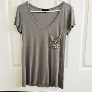 GAP Front Pocket V-neck T-Shirt Gray Size Small